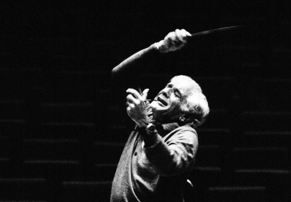 Leonard Bernstein dirigiert die Berliner Philharmoniker in XXX, 19XX